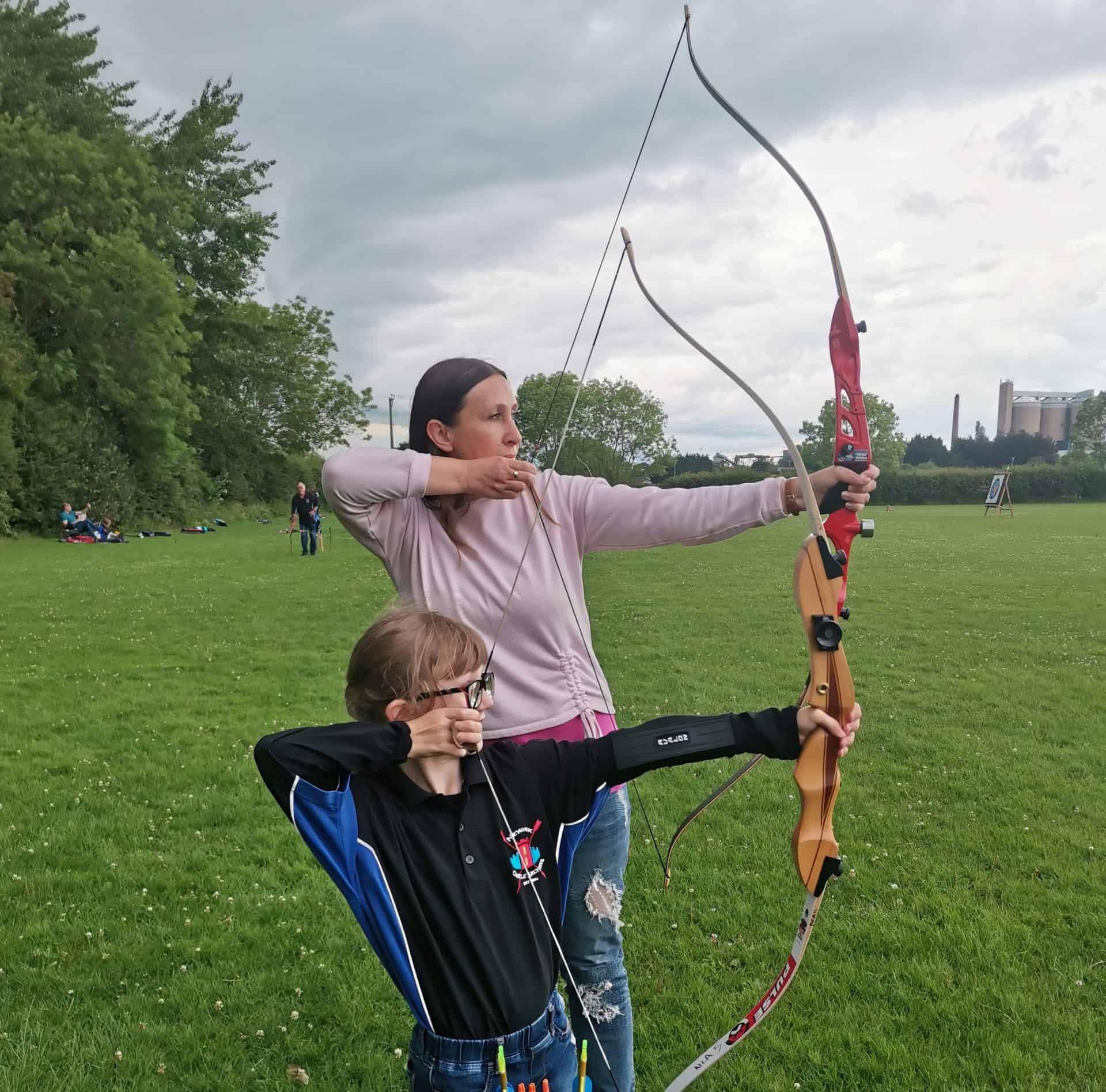 Mum and daughter on archery beginners course
